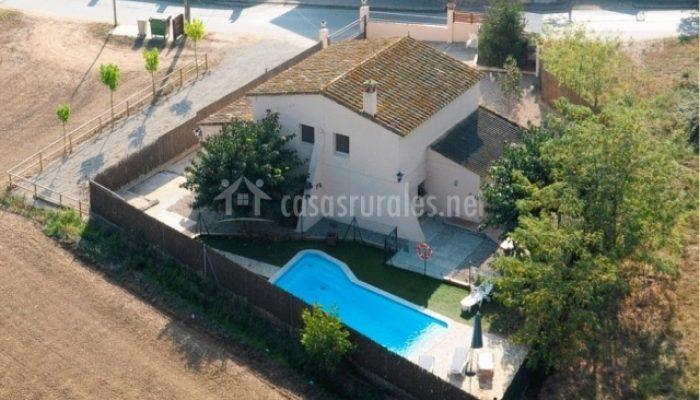 tb_Fachada-con-piscina-4.jpg