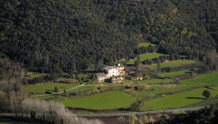800px-023_Ca_n_Horta_(St_Feliu_de_Buixalleu)_des_del_castell_de_Montsoriu-min