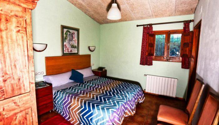 Habitación con baño abajo verde de Can Micos