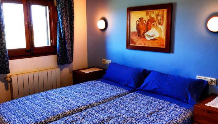 Habitación de arriba azul de Can Micos