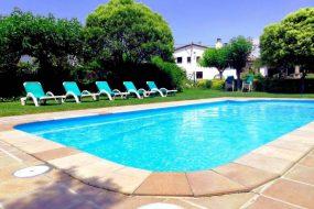 Piscina y casa rural en Girona - Can Micos