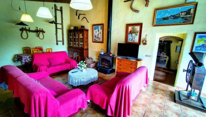 Salón de la casa rural de Can Micos en Riudarenes