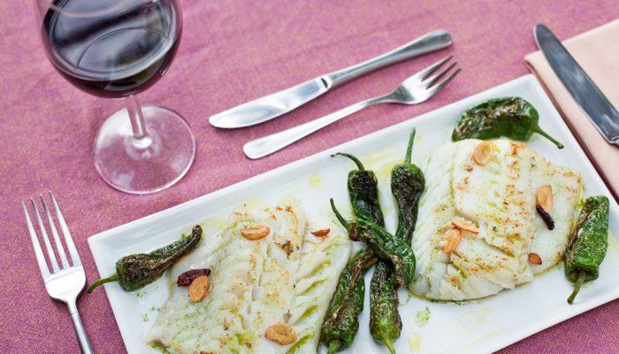 Bacallà a la donostiarra, un plat del Koldo. El Koldo Herranz i la Glòria Arranz són les ànimes de Can Vila. Sant Julià de Llor, La Selva.